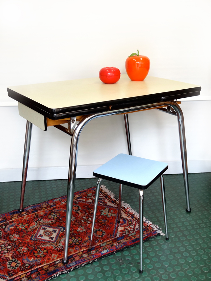 Table formica vintage 2 rallonges brocnshop for Table de cuisine formica