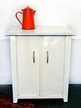 petit meuble de pharmacie vintage acier maill brocnshop. Black Bedroom Furniture Sets. Home Design Ideas