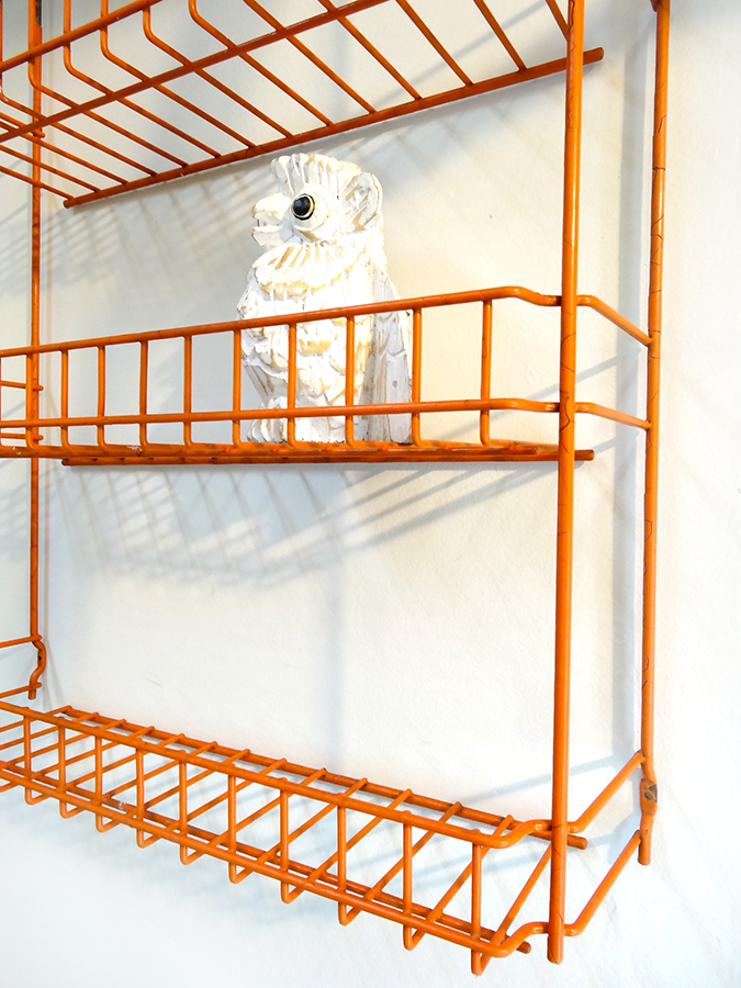 petite etagere industrielle murale orange brocnshop. Black Bedroom Furniture Sets. Home Design Ideas
