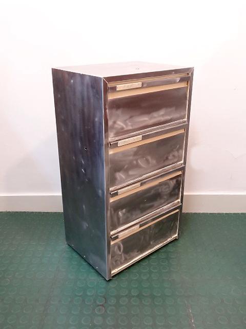 meuble colonne 4 clapets industriel acier brut brocnshop. Black Bedroom Furniture Sets. Home Design Ideas