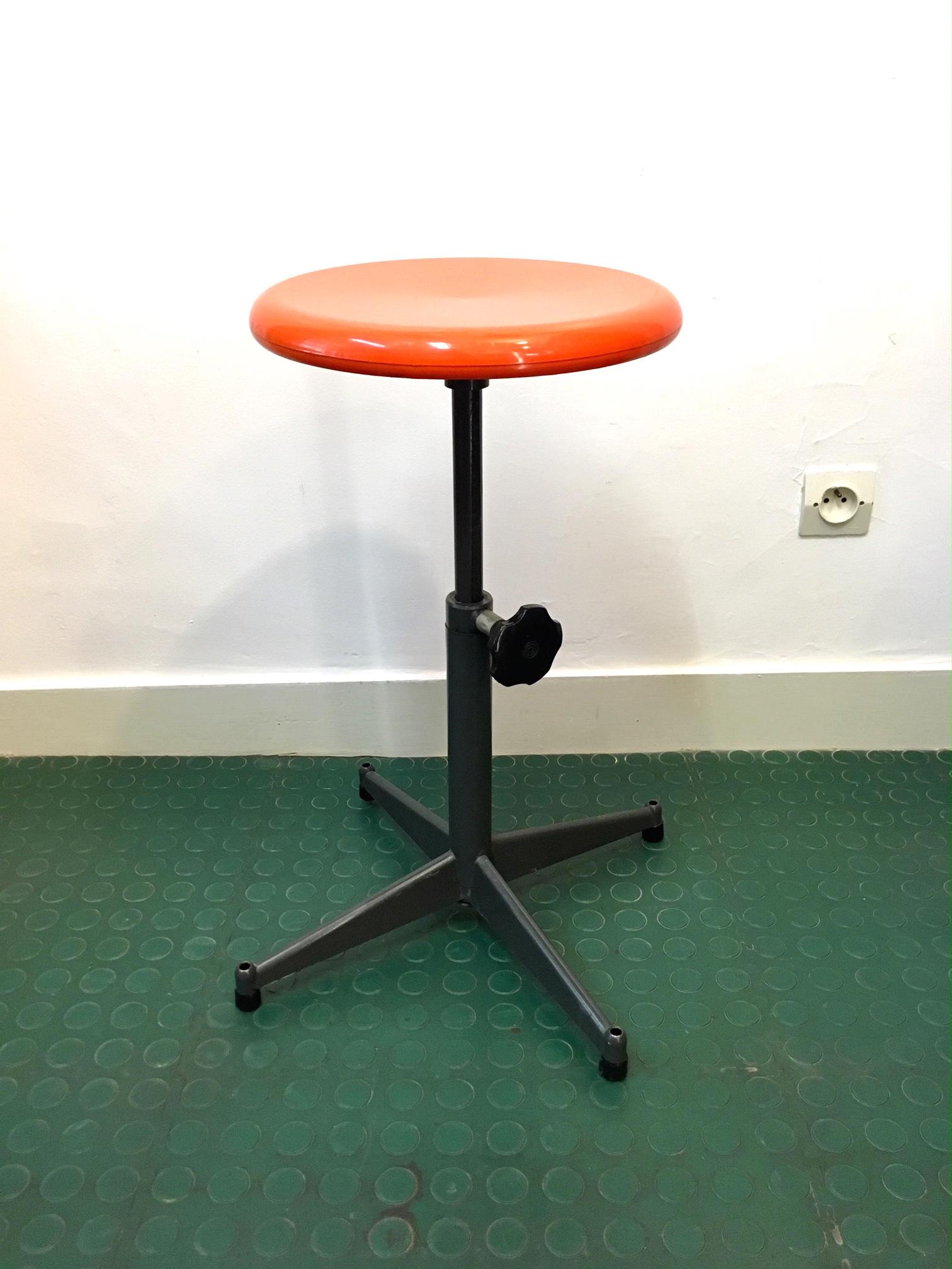 tabouret haut industriel vintage orange brocnshop. Black Bedroom Furniture Sets. Home Design Ideas